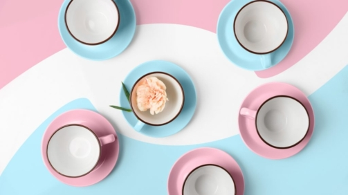 elegant-porcelain-blue-and-pink-cups-on-abstract-PRAGU4T-1024x671